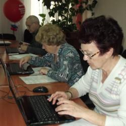 «Бабушка и дедушка онлайн». Занятия в компьютерном классе.